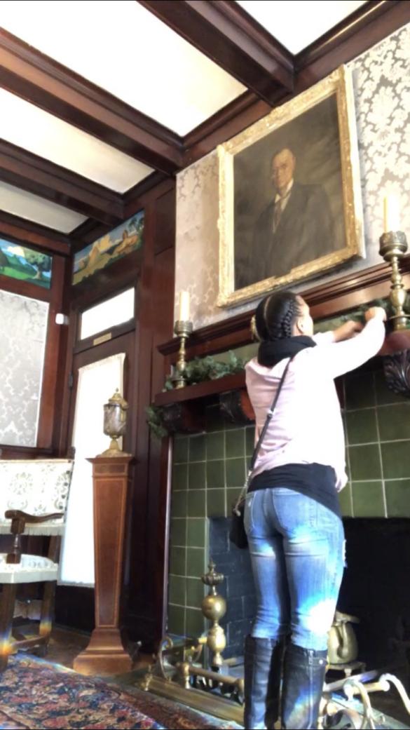 The Herdnon Home Museum - Xmas decorating
